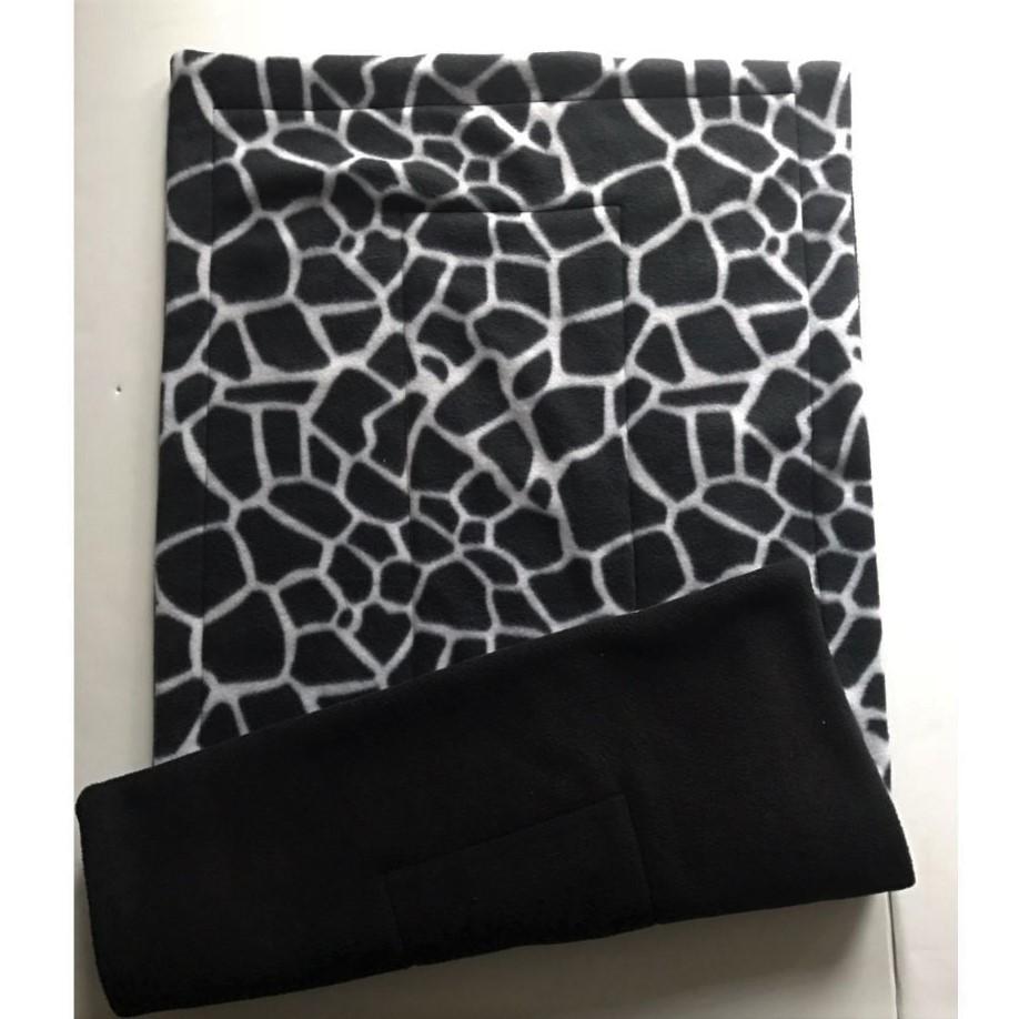 72-Giraffe-black