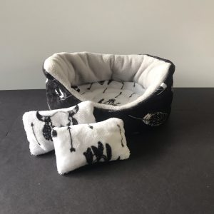 Black and White Feather print guinea pig round bed